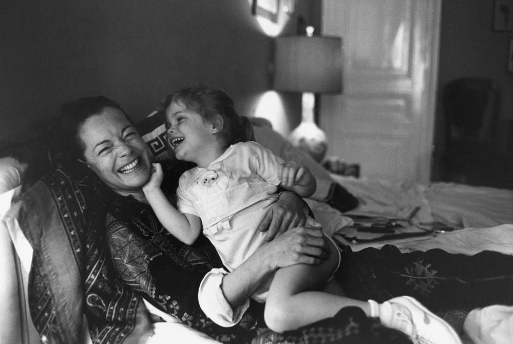 Romy Schneider 1981 mit ihrer damals 4-jährigen Tochter Sarah | © Archiv Robert Lebeck